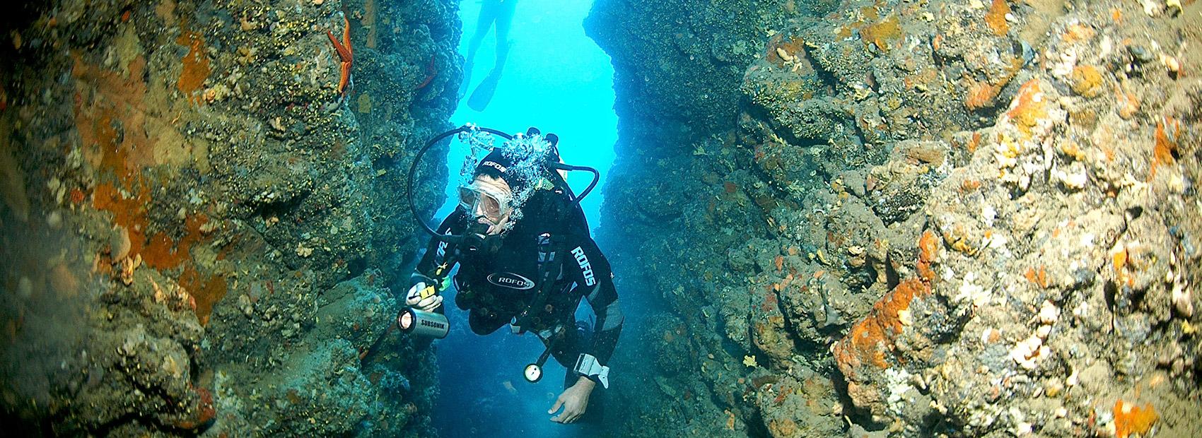 dive center spiro sub padi tauchkurse höhlentauchen auf elba diving cave